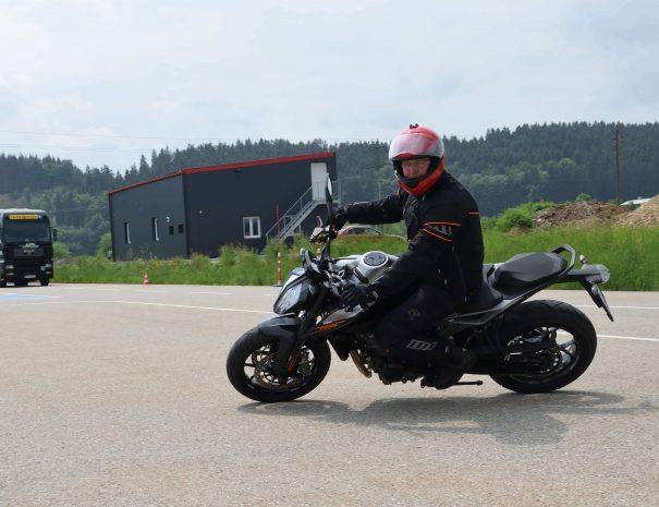 riders-academy-motorrad-training-fahrtechnik-warm-up-fahrlehrer-233